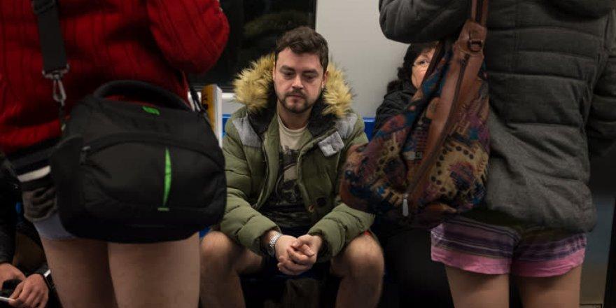 Pantalonsuz metroya binme günü