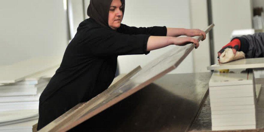 İnegöl mobilyasına kadınlar şekil veriyor