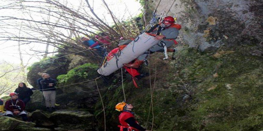 Bursa'da mağaradan yaralı kurtarma tatbikatı nefes kesti!