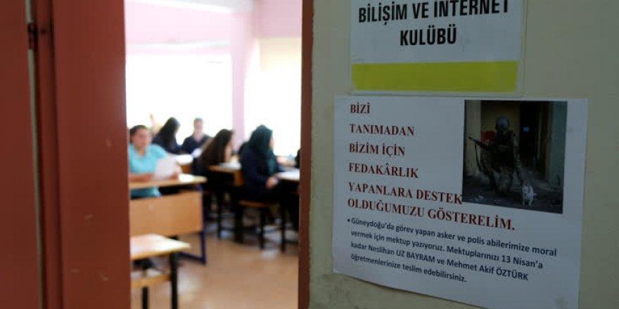 Bursa'da lise öğrencilerinden güvenlik güçlerine 'moral'