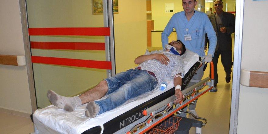 Bursa'da kontrolden çıkan otomobil duvarı yıktı