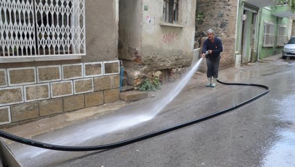 Gemlik caddeleri temizlendi