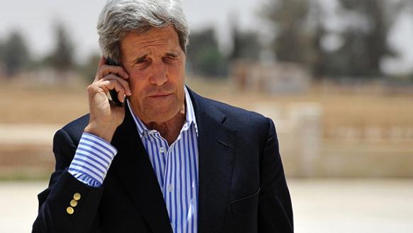 Kerry`nin uçağı yine arızalandı