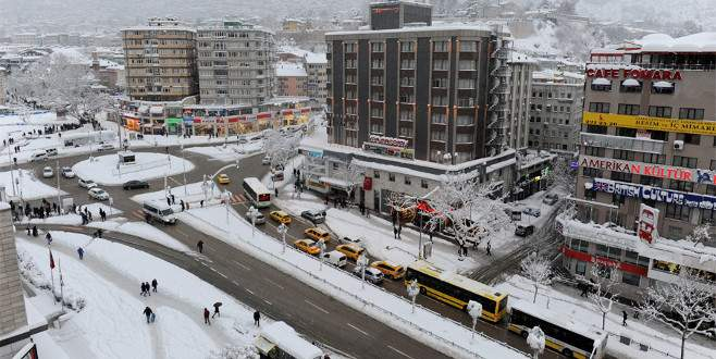 Kar yağışı Bursa'da görsel şölen oluşturdu