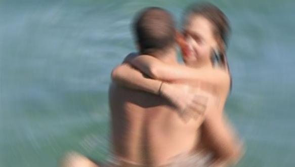Denizde sevişen çifti hastanede ayırdılar