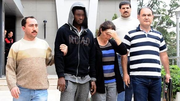 Nijeryalı futbolcu Bursa`da banka dolandırdı