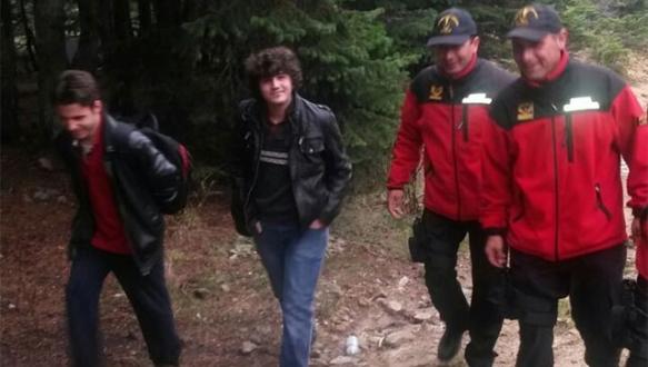 Uludağ'da kaybolan gençleri jandarma kurtardı