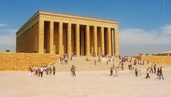 Anıtkabir`e ziyaretçi sayısı yarı yarıya azaldı