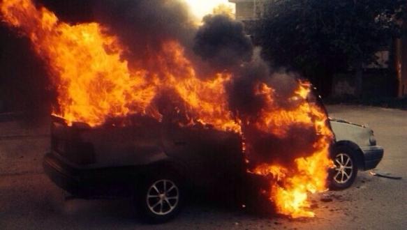 Bursa`da otomobil alev alev yandı