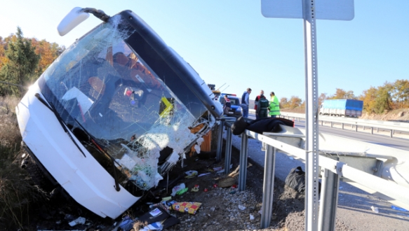 Öğrenci otobüsü devrildi: 43 yaralı