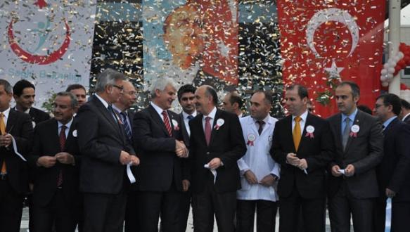 Bakan Müezzinoğlu İnegöl Devlet Hastanesi`ni açtı