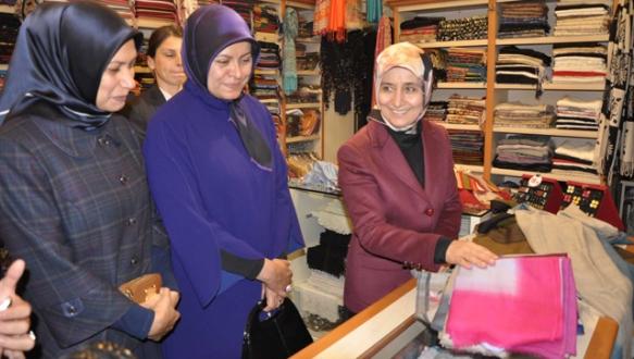 Başbakan`ın eşi Koza Han`da alışveriş yaptı