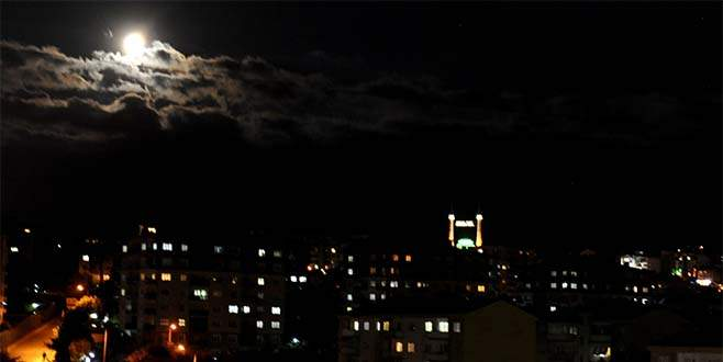 Bursa'da ay muhteşem görüntüler oluşturdu