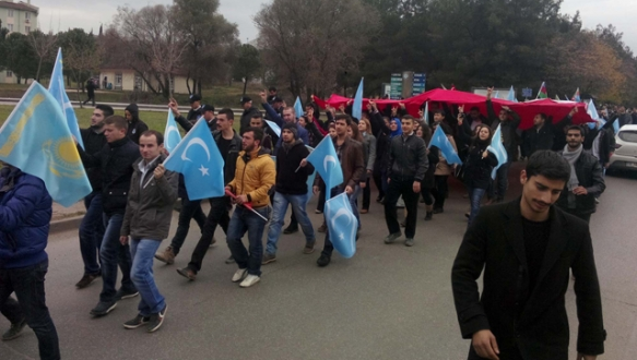 UÜ`de Uygur protestosu