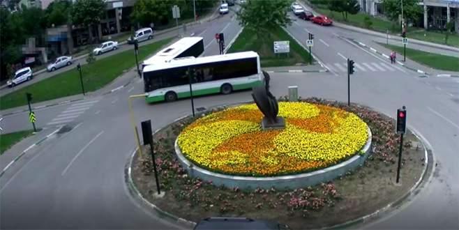 Belediye otobüslerinin çarpışma anı kamerada