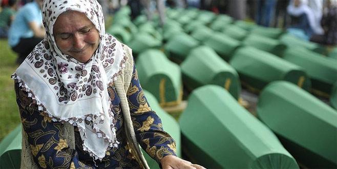 Srebrenitsa'da yargılanma sırası bu katliama göz yumanlarda