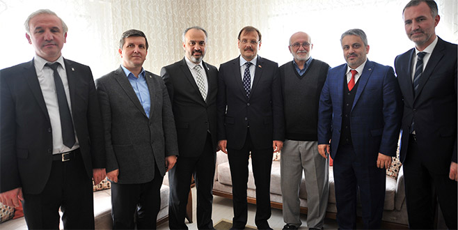Başbakan Yardımcısı Çavuşoğlu, öğretmenini ziyaret etti