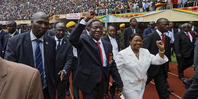 Mugabe gitti Mnangagwa geldi