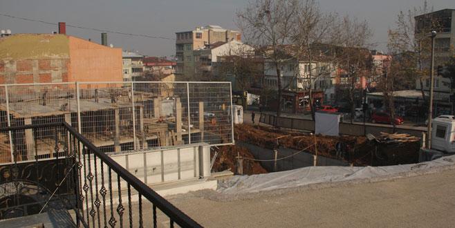Bursa'da okulun duvarı çöktü