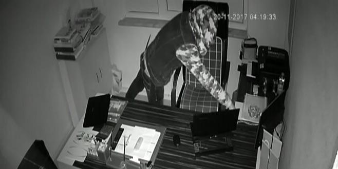 Bursa'da saniye saniye hırsızlık anı