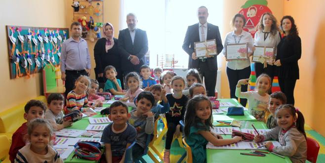 Yenişehir'de veliler lösemi hastaları için bağış topladı
