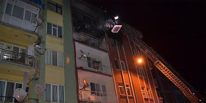 Bursa'da yangın! 5 kişi dumandan etkilendi