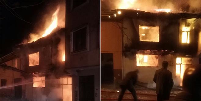 Kardeşleri yıkan olay! İkisinin evi de cayır cayır yandı