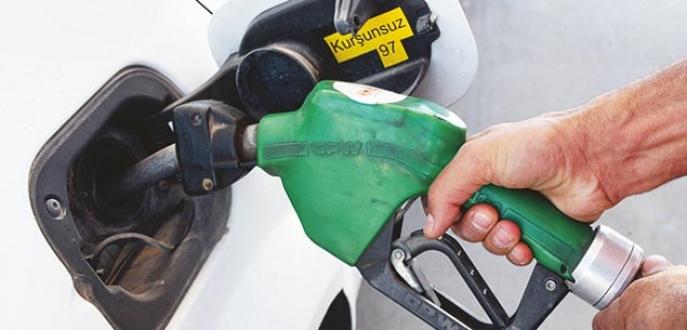Benzinde fiyatlar 29 ay öncesine döndü