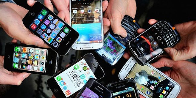 Fransa'da okullarda cep telefonu yasaklanıyor