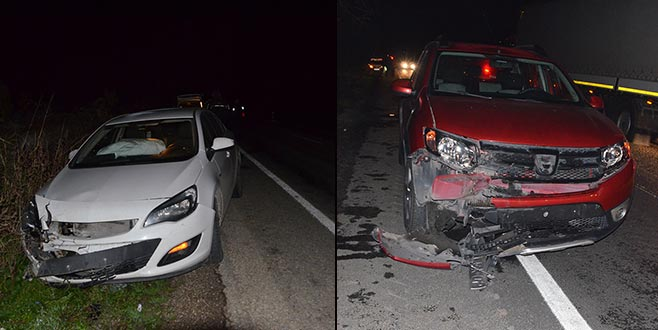 Çekiciden fırlayan lastik iki otomobile çarptı