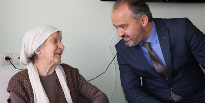 Aktaş, yaşlıları unutmadı