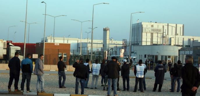 Fabrika önünde eylem