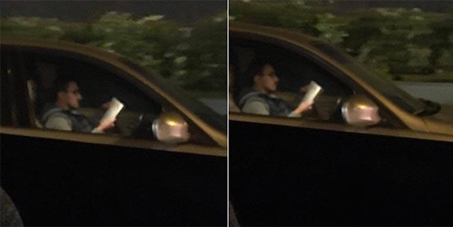 Trafikte hem araç kullandı hem de kitap okudu