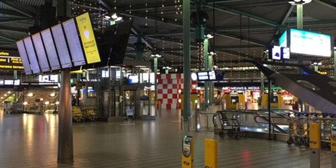 Amsterdam Schiphol Havalimanında bıçaklı saldırgan vuruldu