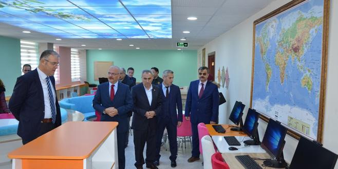 İznik'te 'Z' kütüphane açıldı