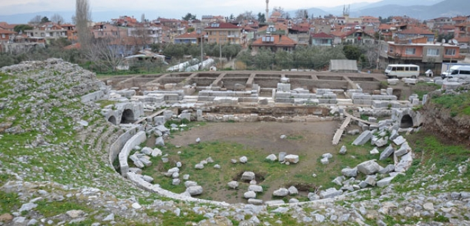 Roma Tiyatrosu için 4 üniversite devrede