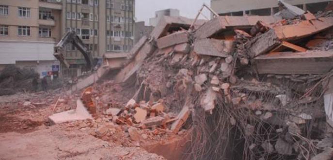 6 katlı bina çöktü: 1 işçi kayıp