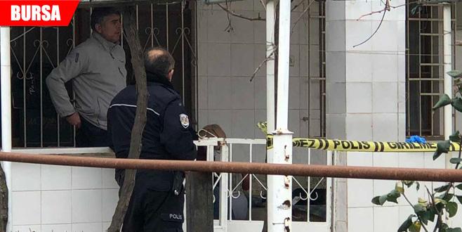 Yaşlı adam balkonda ölü bulundu
