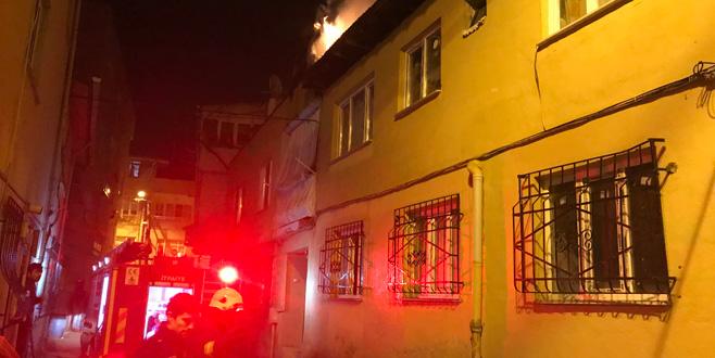 Bursa'da korkutan yangın! Mahalleli sokağa döküldü