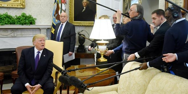 Trump canlı yayında gazeteci kovdu!