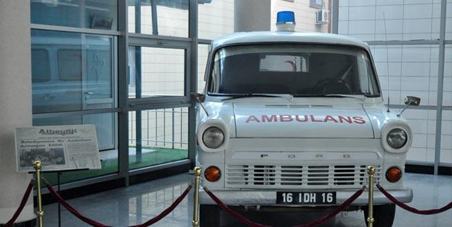 Emektar ambulans Ford'un anı kitabında