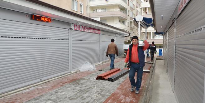 Mini Çarşı dükkanları camla kapatılıyor
