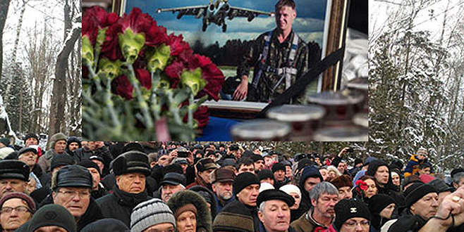 Ölen pilotu 30 bin kişi uğurladı