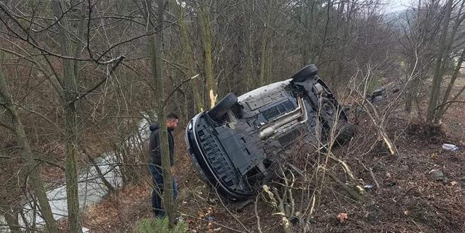 Bursa'da kaza! Yoldan çıkan araç ağaca çarptı