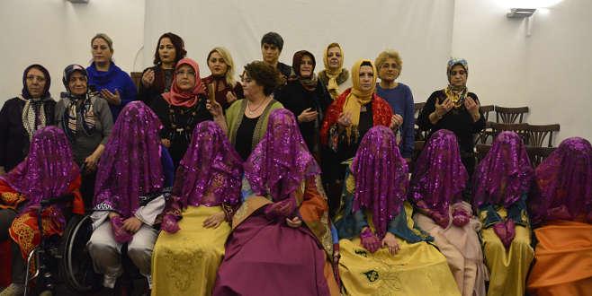 Bursa'da engelli genç kızlara temsili 'kına gecesi'