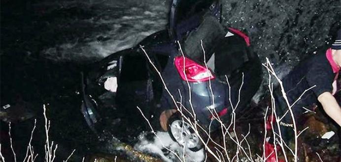 Yalova'da araç dereye uçtu: 2 ölü