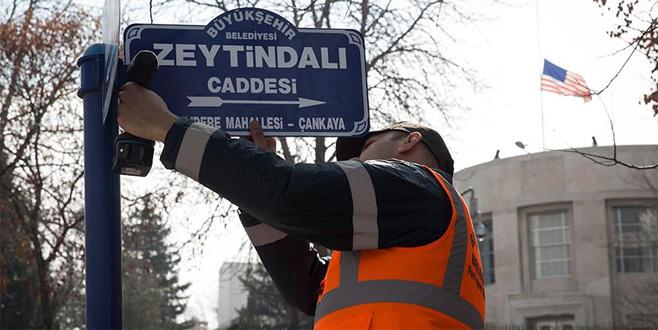ABD Büyükelçiliği önündeki caddeye 'Zeytin Dalı' tabelası asıldı