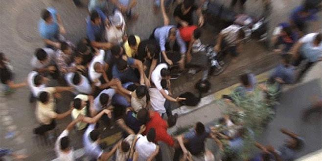 Çocuk istismarcılarını sokak ortasında linç ettiler