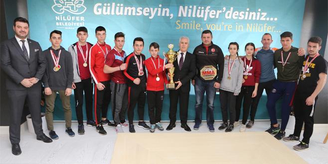 Şampiyonlardan Bozbey'e ziyaret