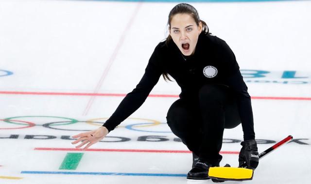 Rus sporcunun güzelliği, eşinin başını derde soktu